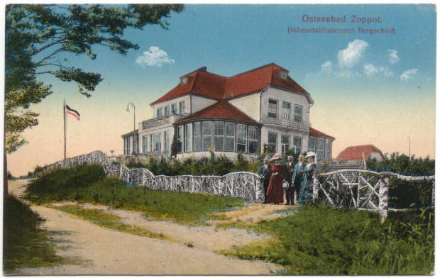 Obiegowa pocztówka z 1917 roku przedstawia budynek restauracji Bergschloss w Sopocie. Widokówka znajduje się w zbiorach Muzeum Sopotu.