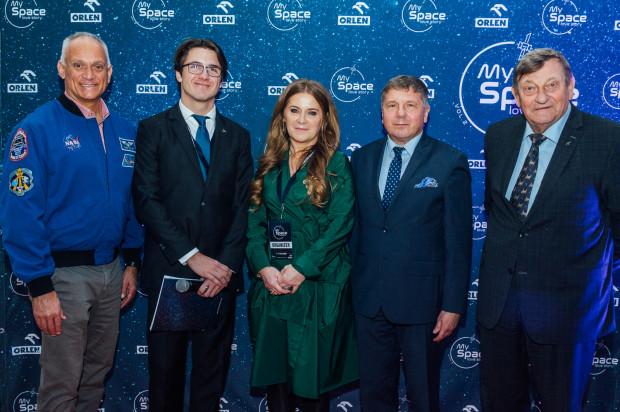 My Space Love Story - międzynarodowa konferencja branży kosmicznej - na zdjęciu organizatorzy Anna Oworuszko-Cichowska i Stefan Cichowski z zaproszonymi gośćmi.