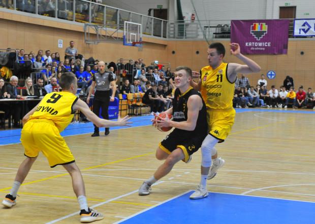 W finale MP U-20, Trefl lepiej radził sobie w strefie podkoszowej, ale na obwodzie lepsi byli koszykarze Asseco Arki.