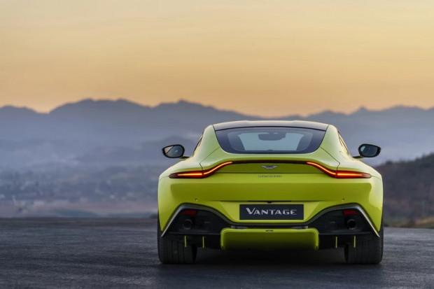 """Aston Martin Vantage - niewykluczone, że już niebawem takie """"perełki"""" będzie można kupić w gdańskim salonie."""