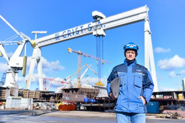 Łukasz Topa to inżynier, absolwent mechaniki i budowy maszyn na Politechnice Gdańskiej.