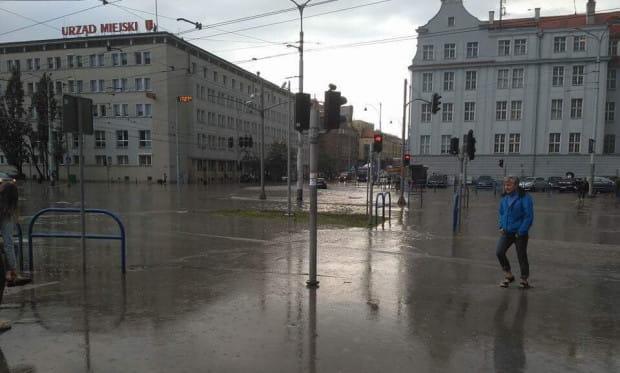 Okolica Urzędu Miejskiego w Gdańsku zalewana była m.in. w 2018 roku.