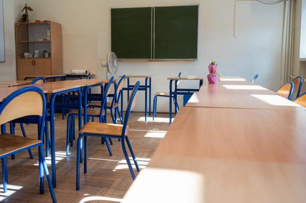 Po zamknięciu szkół wiele placówek wprowadza lekcje on-line.