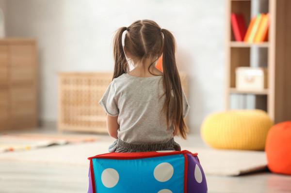 Rodzice powinni również zastanowić się, w jaki sposób ich obawy mogą wpływać na ich dzieci.