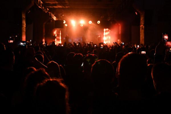 Na powrót koncertów musimy jeszcze trochę poczekać. Póki co wielu twórców, którzy zostali bez środków do życia, podnosi ważny temat: co ze wsparciem dla branży kulturalno-rozrywkowej?