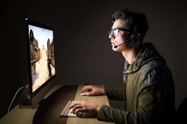 W najbliższym czasie musimy pozostać w domach. Nie musimy spisywać tego czasu na straty, bo gry komputerowe w trybie multiplayer dają nam możliwość spotkania się i rywalizowania ze znajomymi.