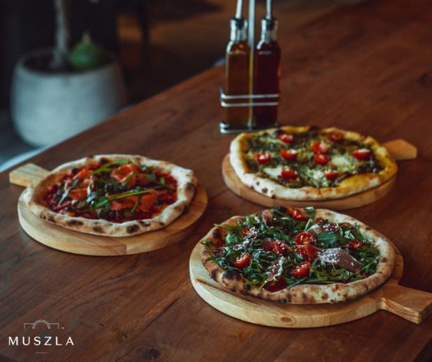 """""""Od dziś codziennie lekarze i personel szpitala mogą od nas za darmo dostać pizzę (na razie umówiliśmy się na 10 szt.), tak żeby mogli się szybko (i smacznie) posilić. Wiemy, że na takie rzeczy jak przygotowanie jedzenia po prostu nie mają czasu"""" - czytamy we wpisie restauracji."""