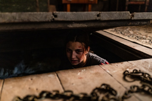 """""""W lesie dziś nie zaśnie nikt"""" miał być pierwszym polskim slasherem (bardzo krwistym i brutalnym horrorem) z prawdziwego zdarzenia. Krytycy, którzy widzieli film Bartosza Kowalskiego, nie szczędzili pochwał. Widzowie na razie jednak muszą poczekać ze zweryfikowaniem tych opinii."""