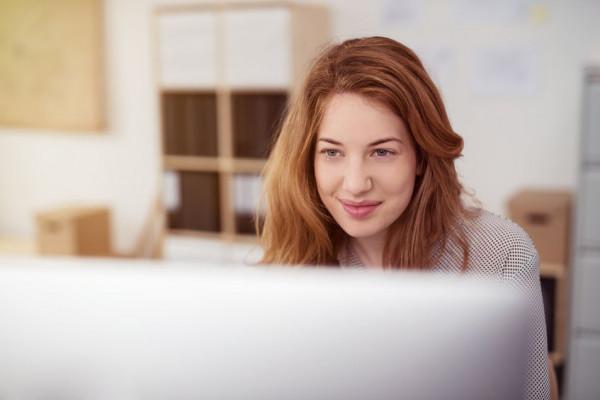 Jednym ze sposobów na produktywne spędzenie czasu jest skorzystanie z oferty szkoleń online, filmów instruktażowych lub grup, które wspólnie przez internet uczą się obsługi np. programów graficznych.