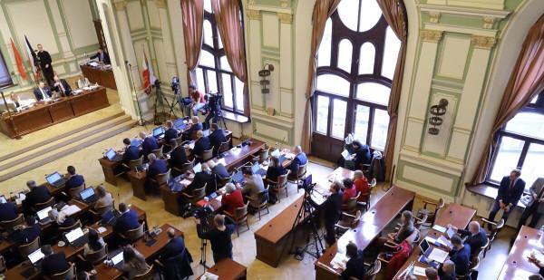 Sesja dotyczyła wyłącznie kwestii związanych z finansami miasta.