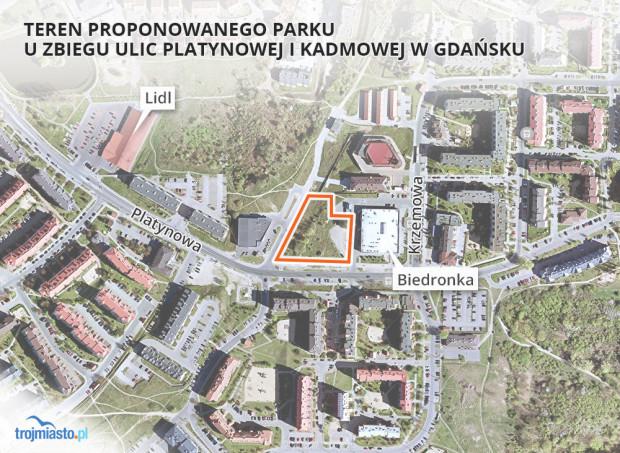 Niezagospodarowany plac przy skrzyżowaniu ulic Platynowej i Kadmowej na Oruni Górnej.