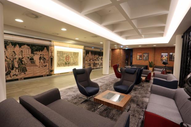 Hotele (oprócz hotelowych restauracji) mogą przyjmować gości, mimo to lobby i pokoje hotelowe w Trójmieście świecą pustkami.