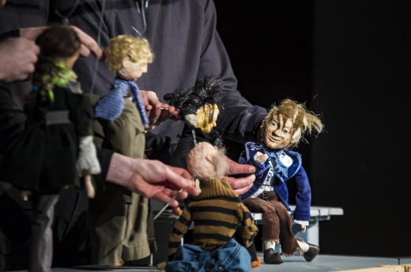 """Gdynia Kulturalna sfilmowała w ostatnich dniach lalkowy spektakl """"Dzielny kapitan Ahab"""" Teatru Gdynia. Spektakl obejrzeć można online."""
