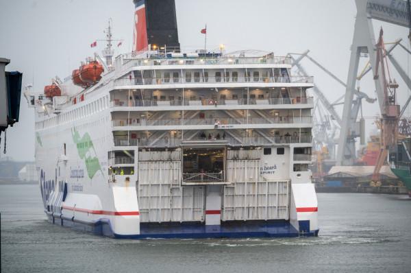 Na linii Gdynia-Karlskrona pływa obecnie jeden statek pod banderą szwedzką - Stena Vision. W tej chwili nie ma decyzji, w jaki sposób planowane zwolnienia wpłyną na funkcjonowanie linii Gdynia-Karlskrona.