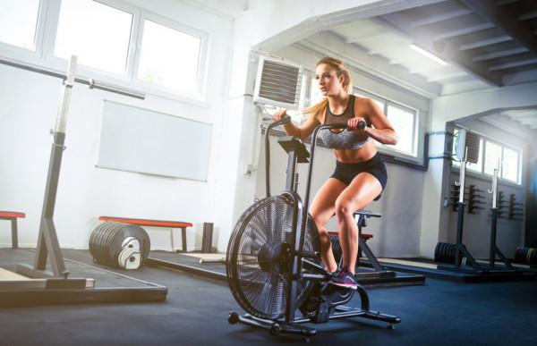 WHO (Światowa Organizacja Zdrowia) zaleca, by w celu poprawienia wytrzymałości układu krążeniowego i oddechowego, stanu mięśni i kości, a także ogólnego stanu zdrowia korzystać z rowerów stacjonarnych z umiarkowaną prędkością przez co najmniej 2,5 godziny w tygodniu.