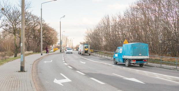 """Ten odcinek ul. płk. Dąbka to klasyczne """"wąskie gardło"""" w infrastrukturze drogowej Gdyni."""