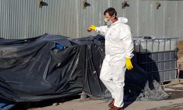 Interwencję w sprawie porzuconych w Gdańsku odpadów niebezpiecznych podjął Główny Inspektorat Ochrony Środowiska. Chemikalia przebadał m.in. biegły z zakresu mykologii i ochrony środowiska.