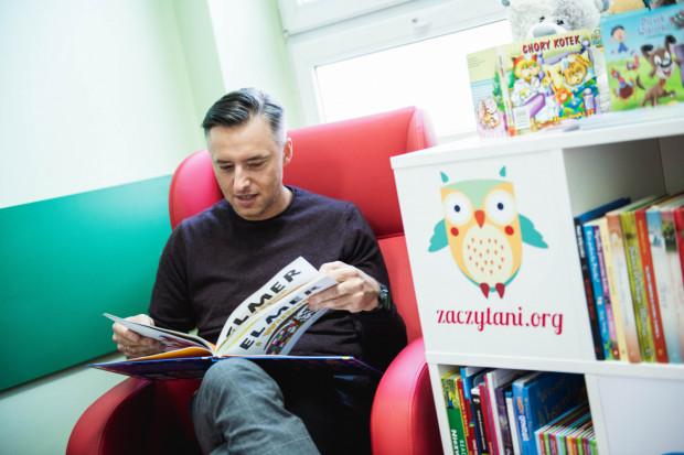 Fundacja Zaczytani.org codziennie zaprasza dzieci na czytanie bajek na żywo w sieci, a także na wieczorynki dla dorosłych.