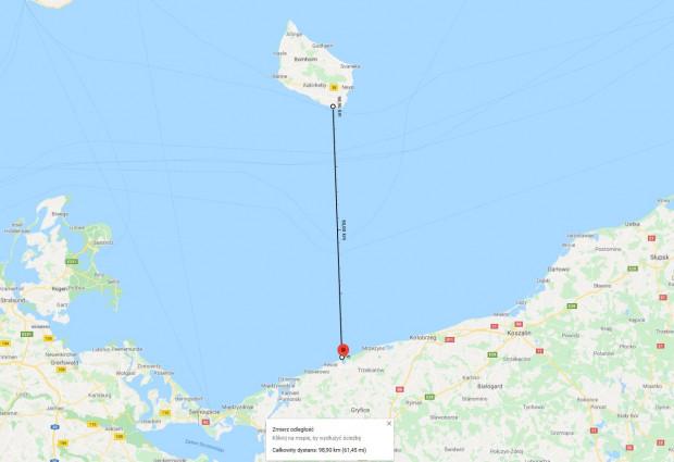 Dystans, jaki pokonali kajakiem Zygmunt Resiak i Witold Jarzyna, z Niechorza na Bornholm wynosił ok. 100 km.