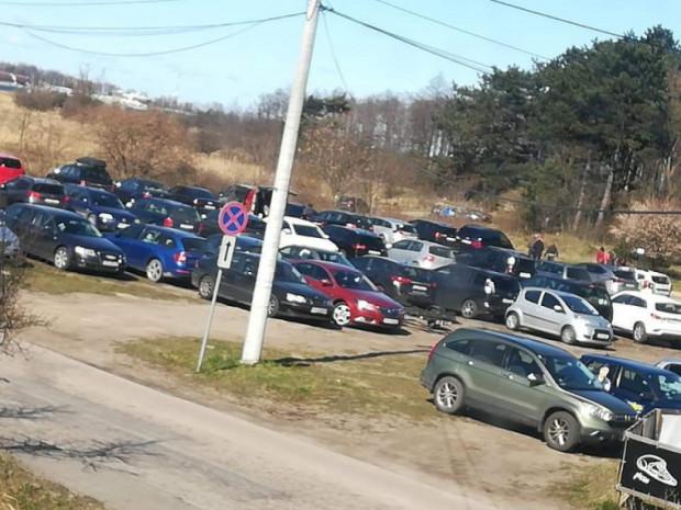Tak wyglądał w niedzielę parking przy Ptasim Raju.