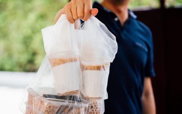 Sklepy oferujące sprzedaż produktów żywnościowych online przeżywają prawdziwe oblężenie.