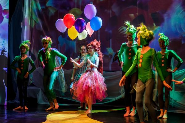 """Musical w wykonaniu dzieci """"Wielka Podróż Dorotki"""" Sopockiego Teatru Muzycznego Baabus Musiclis można oglądać w interencie w dwóch częściach. Pierwsza jest dostępna do 29 marca, druga będzie dostępna po tej dacie."""