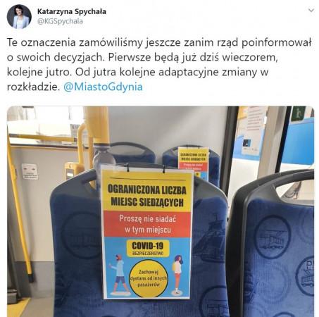 W gdyńskich autobusach i trolejbusach pojawiły się już specjalne nakładki na siedzeniach informujące pasażerów o połowie miejsc wyłączonych z użytku.