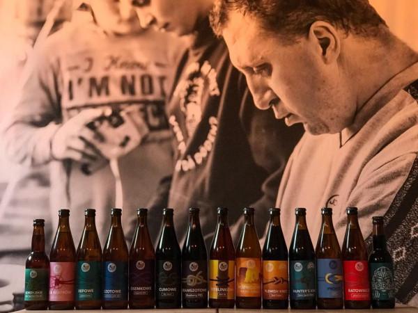 W Browarze Spółdzielczym pracują osoby niepełnosprawne. Teraz piwa z tego browaru można zamówwić z dostawą do domu.