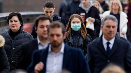 Gdy Brytyjczycy otwarcie przyznawali, że nie będą wprowadzać izolacji z powodu koronawirusa, świat się oburzył i zmienili zdanie. Badania naukowe pokażą, kto miał rację.