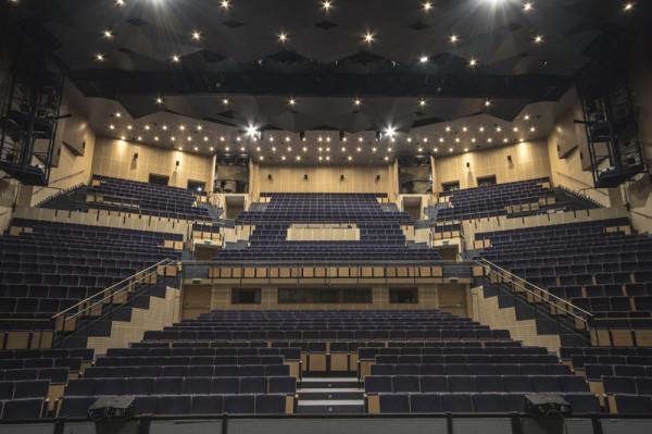 Obecnie Duża Scena Teatru Muzycznego w Gdyni jest pusta. Jednak dyrektor teatru, Igor Michalski, wierzy, że wkrótce znów się zapełni widzami oglądającymi produkcje Teatru Muzycznego.