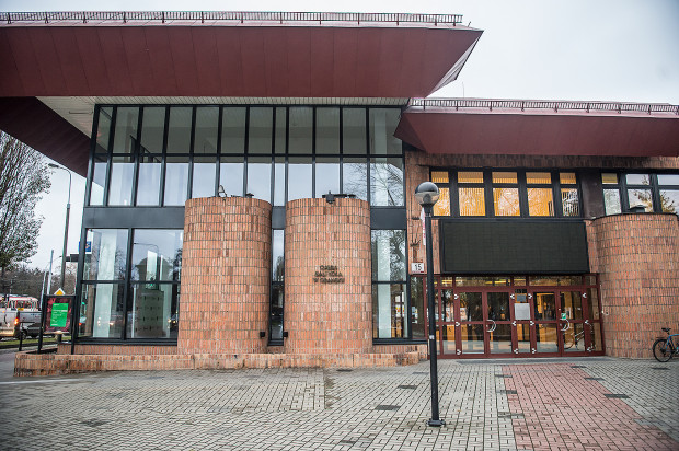 """Chociaż Opera Bałtycka również zawiesiła działalność do odwołania, coraz więcej jej działań zakulisowych będziemy mogli oglądać w sieci. Trwają przygotowania do premiery opery """"Wehikuł czasu"""" w reżyserii Tomasza Mana."""