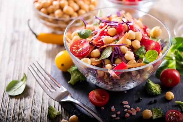 W mięsie nie ma żadnej substancji odżywczej, której nie dałoby się zastąpić innym produktem spożywczym. Ważne, by jednak wprowadzać dietę bez mięsa świadomie i odpowiedzialnie.