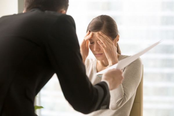 Jeśli pracownik udowodni, że pracodawca podał niezgodną z prawdą przyczynę wypowiedzenia, wypowiedzenie może zostać w całości uznane za bezzasadne, co będzie skutkować zasądzeniem na rzecz pracownika odszkodowania lub przywrócenia go do pracy.