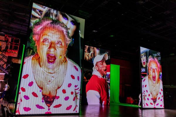 """Wydarzeniem tygodnia jest premiera online spektaklu """"Inni ludzie"""" w reżyserii Grzegorza Jarzyny, wyprodukowany przez TR Warszawa. Jednorazowa transmisja spektaklu w sobotę o godz. 19."""