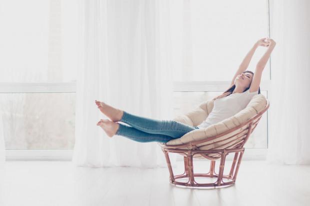 Inaczej zaprojektowany będzie fotel wypoczynkowy do dłuższego posiedzenia, a inaczej taki, który służyć ma jedynie chwili wygodnego relaksu.