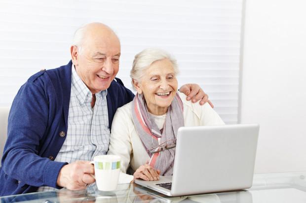 Przed koronawirusem powinny się chronić zwłaszcza osoby starsze, u których występuje największe ryzyko zakażenia i powikłań po chorobie.