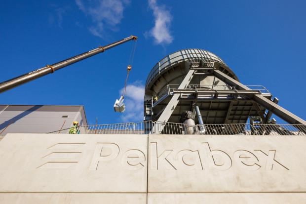 W zakładzie Kokoszki II pracuje ok. 12 osób nadzorujących produkcję. W innych zakładach tego typu Pekabex zatrudnia nawet 300 osób.