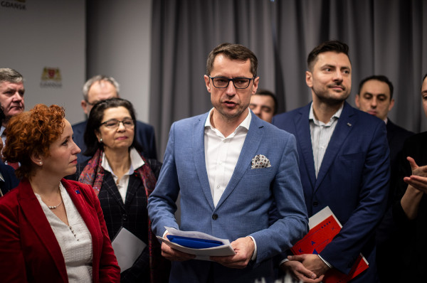 Sławomir Kiszkurno (w środku), prezes Portu Czystej Energii:  - Oprócz klasycznych działań public relations, które mają wesprzeć informacyjnie przebieg budowy spalarni, naszą intencją jest aktywna działalność edukacyjna wśród mieszkańców Gdańska oraz gmin otaczających inwestycję.