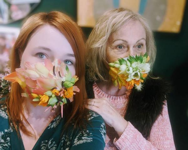 Florystki z gdyńskiej kwiaciarni Floral Design dbają o bezpieczeństwo epidemiczne - nie tylko skutecznie, ale też pięknie.