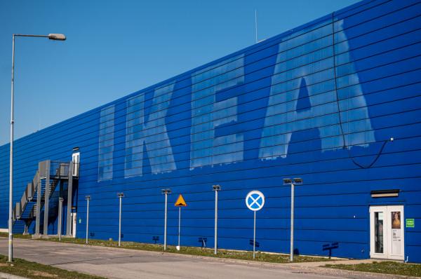 Widoczną zmianą po wejściu uchwały krajobrazowej jest m.in. likwidacja z elewacji charakterystycznej nazwy sklepu IKEA.