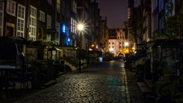 Złodzieja zatrzymano nocą, gdy próbował włamać się do jednego z budynków przy ul. Mariackiej.