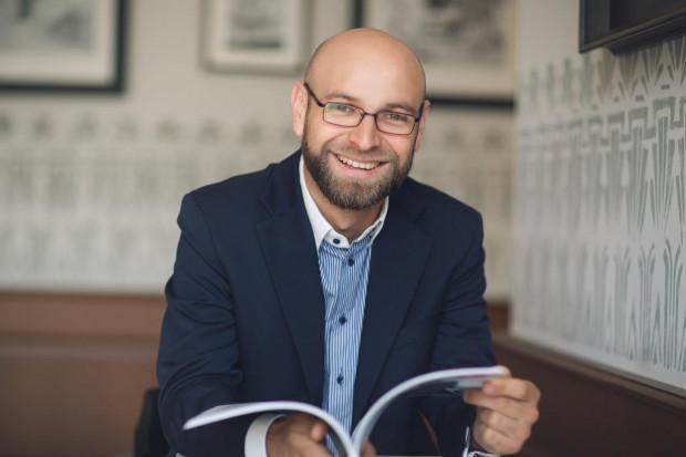 Arkadiusz Bruliński został nowym rzecznikiem prasowym Lechii Gdańsk. W dalszym ciągu będzie jednak pełnił społecznie funkcję wiceprezesa hokejowego klubu PKH.