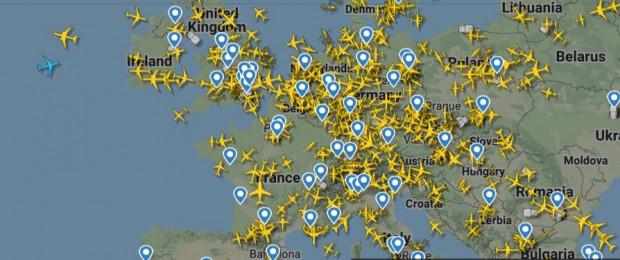 Ruch lotniczy nad częścią Europy w środowy poranek.