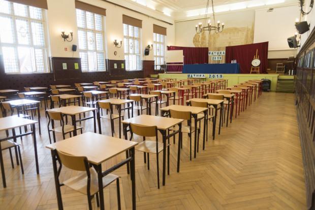Egzaminy maturalne zaplanowane są na niemal cały miesiąc.