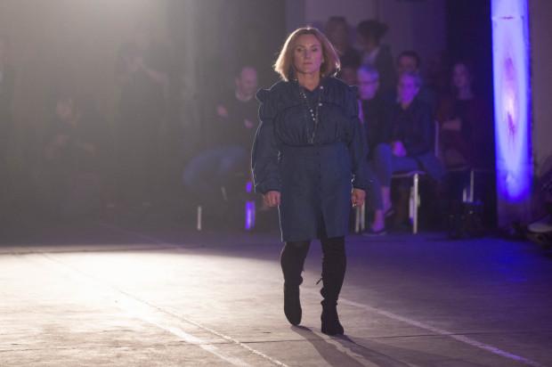 Pokaz mody organizowany przez fundację Aż Sobie Zazdroszczę.