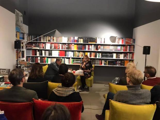 Małe księgarnie to nie tylko sprzedaż książek - to także spotkania literackie, premiery wydawnicze i wydarzenia kulturalne.