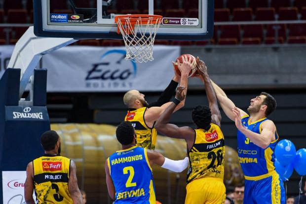 Trefl Sopot (żółte stroje) jest jednym z nielicznych polskich klubów, w których zakończono rozmowy o sezonie 2019/20. W Asseco Arce Gdynia (niebieskie stroje) na razie nie zmieniło się nic w tej materii.