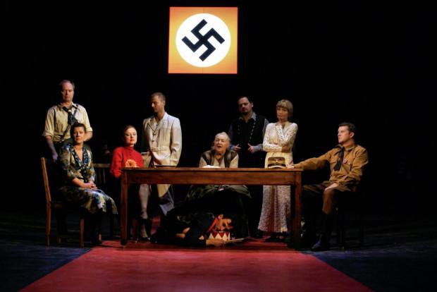 """""""Blaszany bębenek"""" Güntera Grassa posłużył reżyserowi Adamowi Nalepie do rozliczenia historii całego XX wieku."""