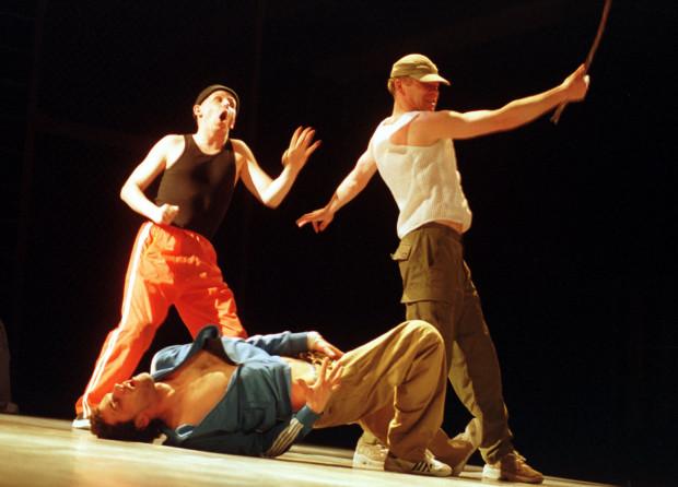 """Brutalna, niezwykle precyzyjna """"Beczka prochu"""" w reżyserii Grażyny Kani należała do najlepszych spektakli Wybrzeża z epoki Macieja Nowaka."""