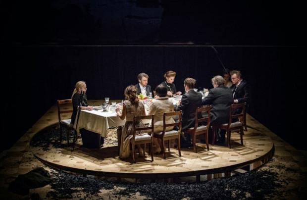 """Spektakl """"Lalka. Najlepsze przed nami"""" w reżyserii Wojciecha Farugi to kolejna propozycja online Teatru Powszechnego w Warszawie."""